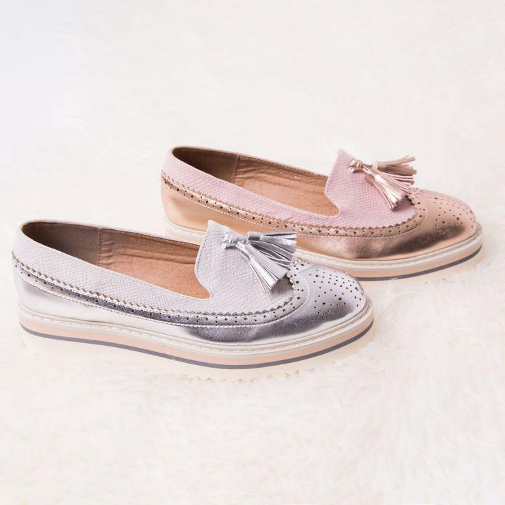 Met deze schoenen ben je helemaal voorbereid op de lente! Met de verfrissende roze champagne kleur maak je je outfit compleet.  Ook verkrijgbaar in het zilver.