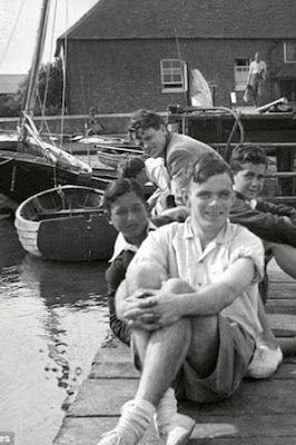 Nuevas cartas revelan la lucha de Alan Turing con su sexualidad. Una correspondencia inédita desvela las consecuencias del tratamiento químico al que fue sometido el descifrador de códigos. The Guardian · Traducción de News Clips | El País, 2015-08-25 http://elpais.com/elpais/2015/08/25/ciencia/1440514825_762019.html