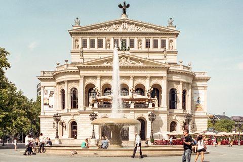 #Frankfurt: Alter Oper: Dit prachtige gebouw is volledig in de stijl van het neoclassicisme gebouwd.
