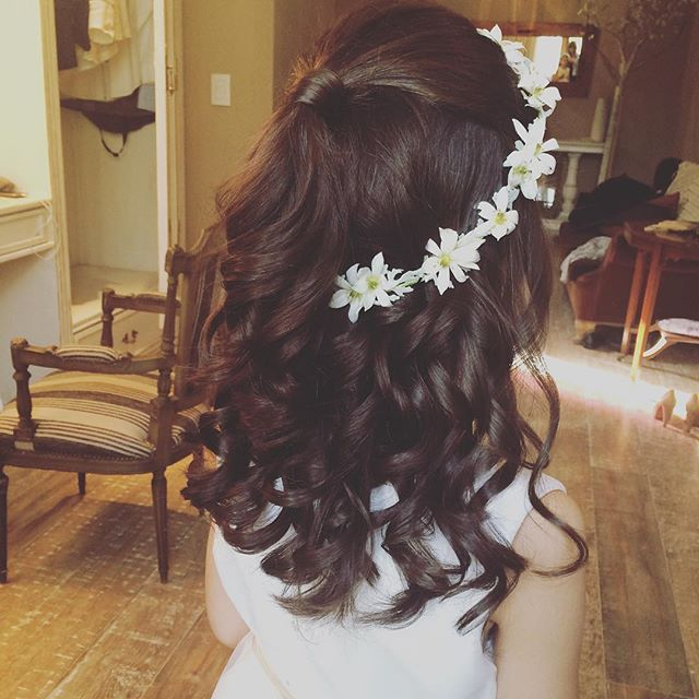 Instagram photo by @byceci_makeup   Kids´s  Hairstyle with flowers - Semi Recogido para niñas