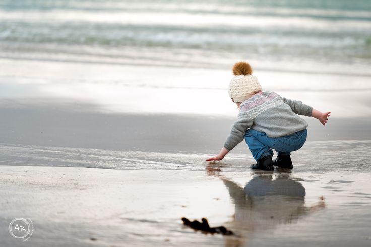 Vi var på Åkrasand en kald dag i november å tok bilder av skjønne Nora.Snøen tittet frem og både voksne&barn :) #Nikon #Childphotography #Portrait