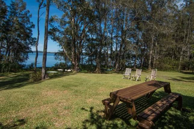 Tuppy's on the Lake, a Bungwahl House   Stayz