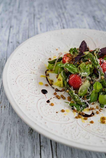 Salat mit Erdbeeren, Linsen, Basilikum, Minze und Parmesan | stuttgart cooking | Bloglovin'