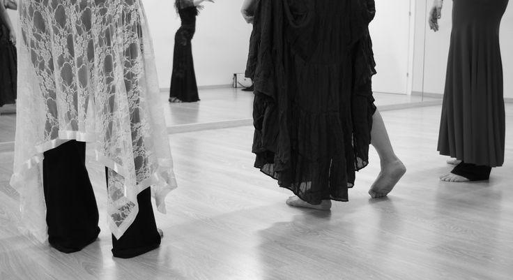 piedi stanchi dalle ore di prove!  #danzatrici emozionate ! info@spazioaries.it - 0287063326
