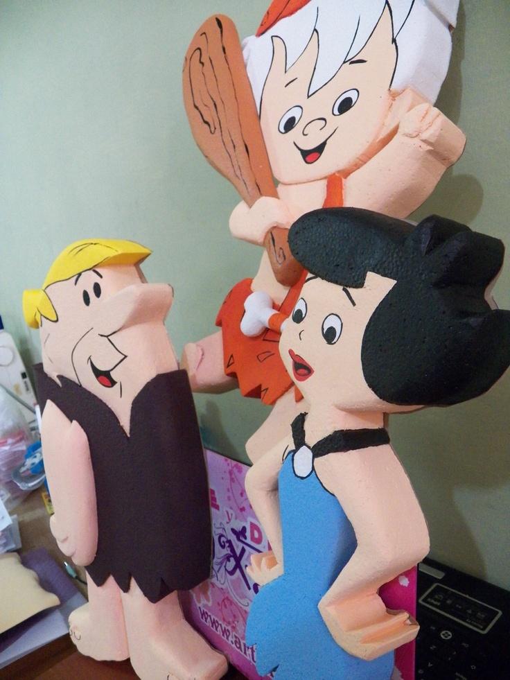 Personajes de los Picapiedra, Unicel en Relieve, cortados y pintados a mano, hechos para decoración de fiestas infantiles. www.artexanath.org