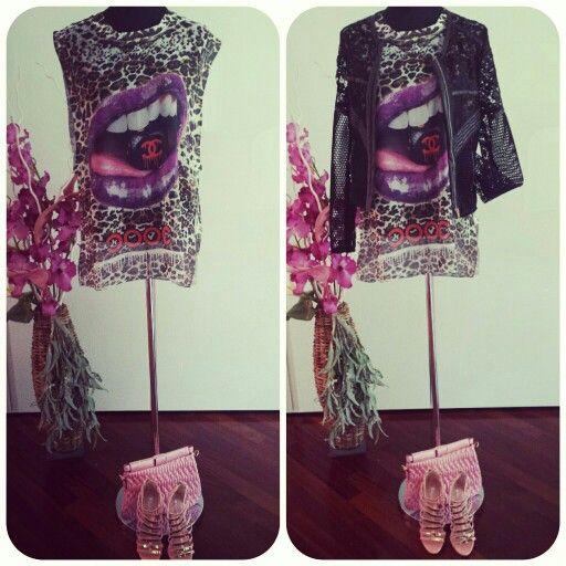 #canotta #lunga #leggera #stampa #chanel #giubbino #traforato #fantastico #outfit #fashion #spedizione #gratuita  #per #informazioni #scriveteci