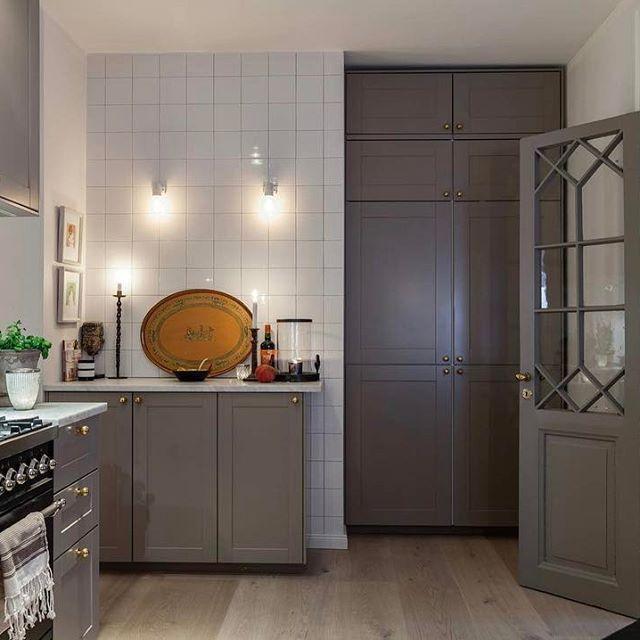 Så mysigt kök🙏🏼#kök #kitchen #köksinspiration #hemnet #inredning #interior4all #interior123 #interiorinspo #hem #heminredning #interiordesign #interiordecoration #deco #myhome #myhouse #inredningsdetalj #finahem #mitthem #interior #interiör #design #inspiration #homedecor #interiors #dagensinterior #interiorforyou #inredningstips #nordiskehjem #mitthem bild @behrerochpartners
