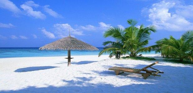 EKSOTIK atas PESONA dari PUTIH nya butiran pasir serta hembusan angin pantainya yang menambah birahi untuk menjamahnya di www.pulauwisata.com