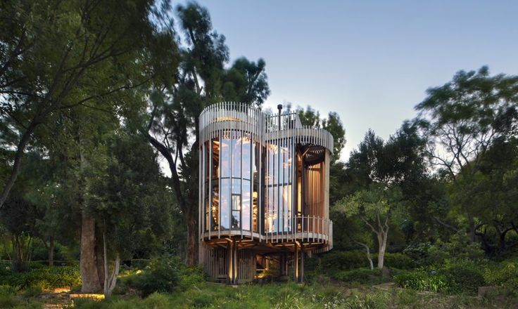 Malan Vorster designed House Paarman, a beautiful tree house in Cape Town, South Africa.