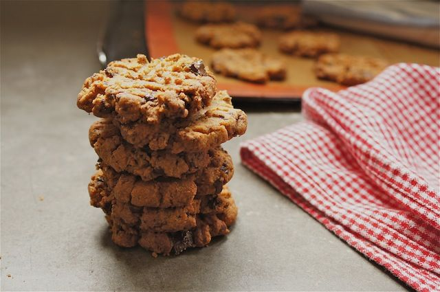 FOUR-INGREDIENT PEANUT BUTTER CHOCOLATE CHIP COOKIES