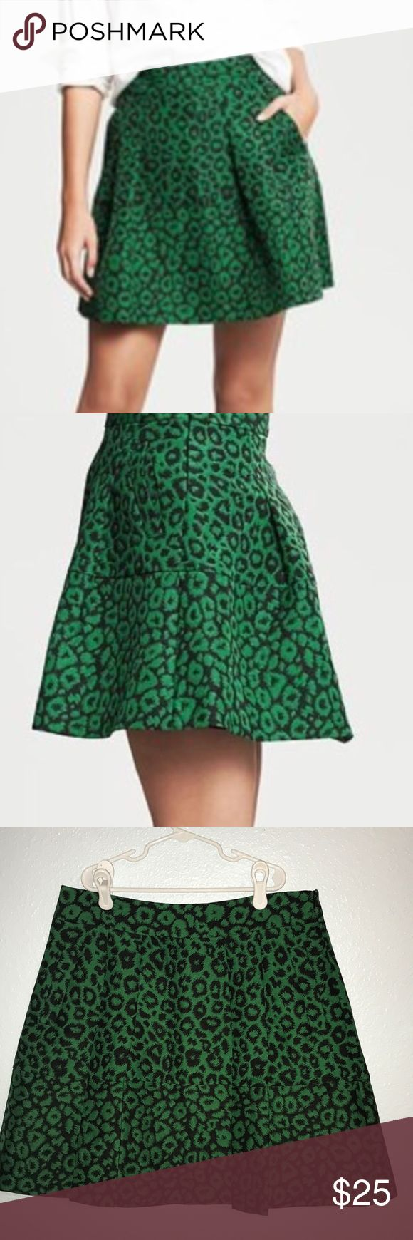EUC Banana Republic Green Cheetah Skirt Worn Once EUC Banana Republic Kelly Green Cheetah Skirt Worn Once! This skirt is fantastic! I wore it once last season, then lost a few pounds. Now it's just too big!!! Luv it! It deserves a good home. Pet Free Smoke Free 🏠 Banana Republic Skirts Mini