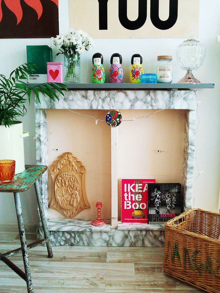 This is my DIY fake fireplace made of wooden palette :-)