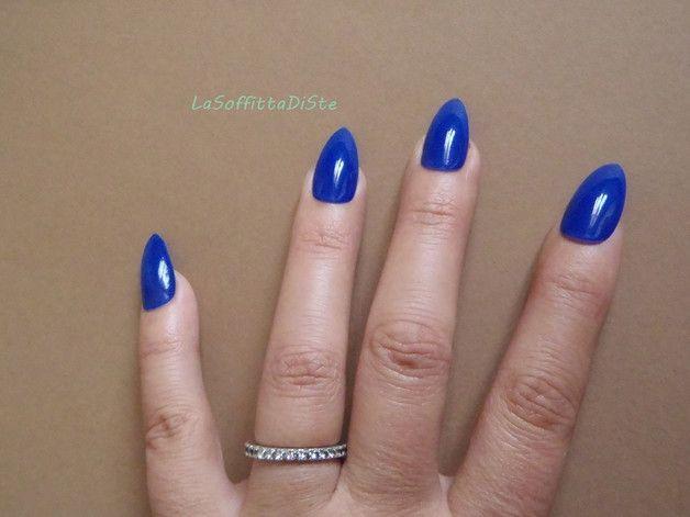 Più - stiletto blu royal unghie finte a punta glossy nai - un prodotto unico di LaSoffittaDiSte su DaWanda