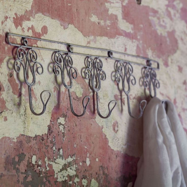 These sweet wire hooks come in a row of five The intricate design looks very pretty hung on the wall and the deep hooks make them very practical