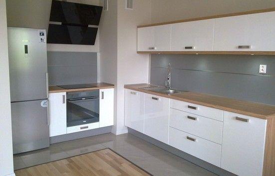 biało szara kuchnia z drewnem  Szukaj w Google  kuchnia   -> Kuchnia Ciemno Szara