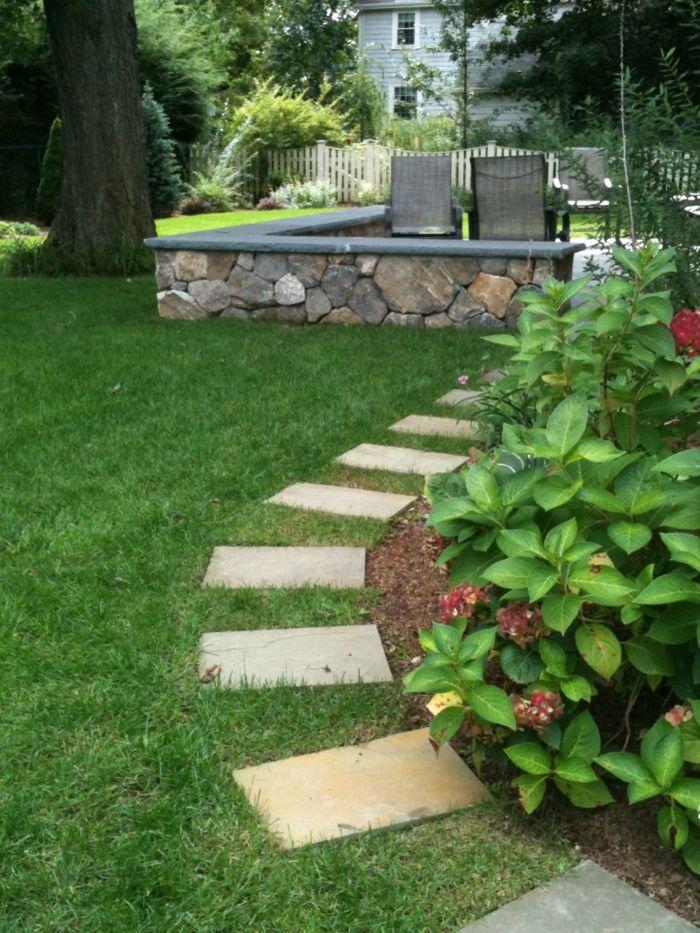 111 Gartenwege Gestalten Beispiele 7 Tolle Materialien Fur Den Boden Im Garten In 2020 Gartenfliesen Garten Gartengestaltung Ideen