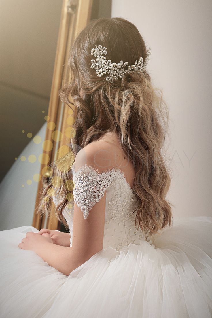 Half Up Half Down Hairstyles / DAĞINIK GELİN SAÇI MODELLERİ #gelin #gelinlik #düğün #bride #wedding #gelinlik #weddingdresses #weddinggown #bridalgown #marriage #weddinghair  www.gun-ay.com Çiçekli Gelin Saçı Modelleri