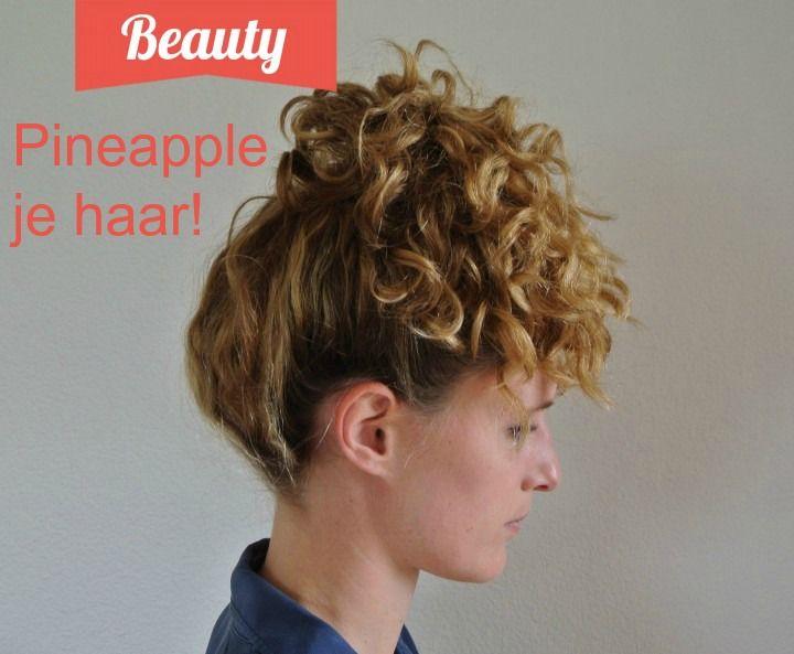 Pineappling is een specifieke manier om je haar te stylen voor het slapen gaan , zodat 's morgens kunt opstaan zonder klitten of pluizig haar. Als je slag in je haren hebt, wordt je wakker met dezelfde slag als de vorige dag. Heb je steil haar, dan zijn je haren nog steeds mooi steil bij het opstaan. Als je krullen hebt, zijn deze de volgende ochtend ook nog mooi intact.  -> http://www.tipclip.nl/pineapple-je-haar/