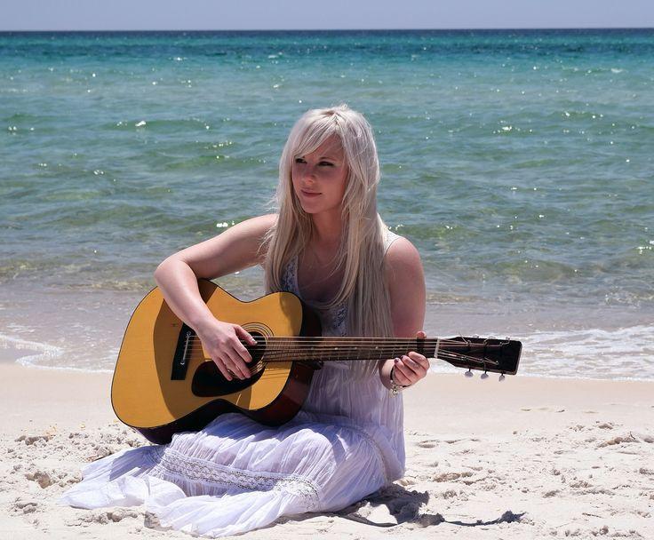 Louvores - O louvor e adoração faz parte deste site de Musica e Hinos de Adoração - Louvores Antigos de 2013, 2014,2015, 2016 e 2017, canal no Youtube.