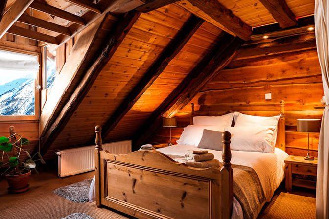 Chez Bear Ski Lodge, Briançon #inthemountains #fireplace #homecinema #communaltable #billards #kidfriendly #spa