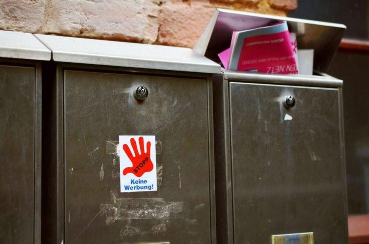 Bitte keine Werbung einwerfen: Aufkleber helfen nicht immer gegen Reklame #Buntes #Anwalt #Anzeige #Anzeigenblatt #ARAG