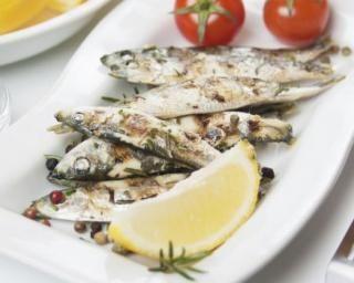 Sardines grillées marinées au citron : http://www.fourchette-et-bikini.fr/recettes/recettes-minceur/sardines-grillees-marinees-au-citron.html