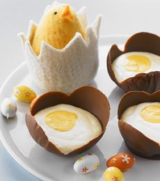 Making these Creamy #Chocolate #Mousse Eggs is tons of fun and the final product is eggs-traordinary. #easter #baking To view the #CADBURY product featured in this recipe visit https://www.cadburykitchen.com.au/products/view/cadbury-melts/