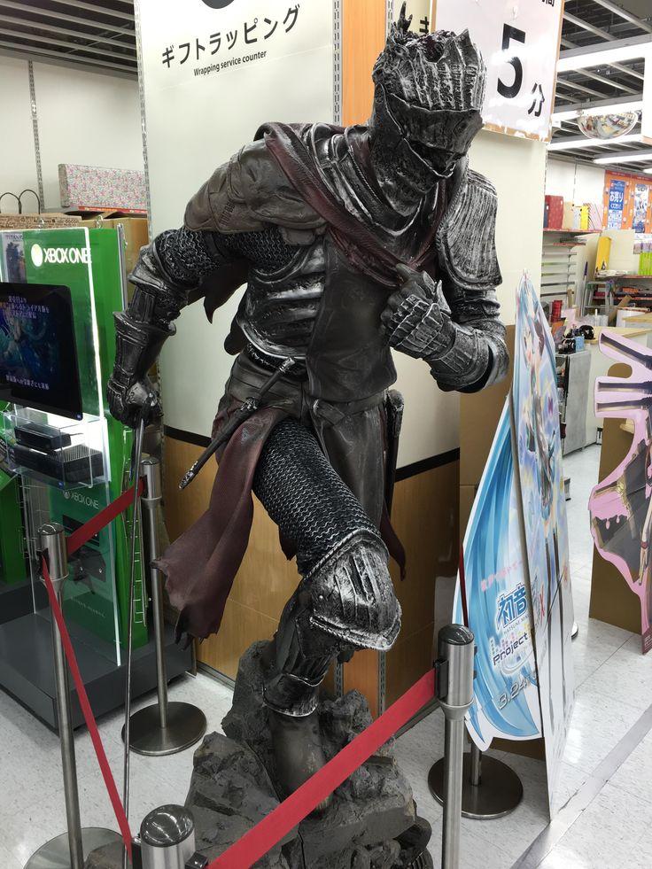 A life-size dark souls 3 statue I came across at Nagoya, Japan.