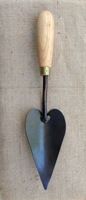 Pointed Trowel - F.D.RYAN TRADITIONAL AUSTRALIAN MADE GARDEN TOOLS