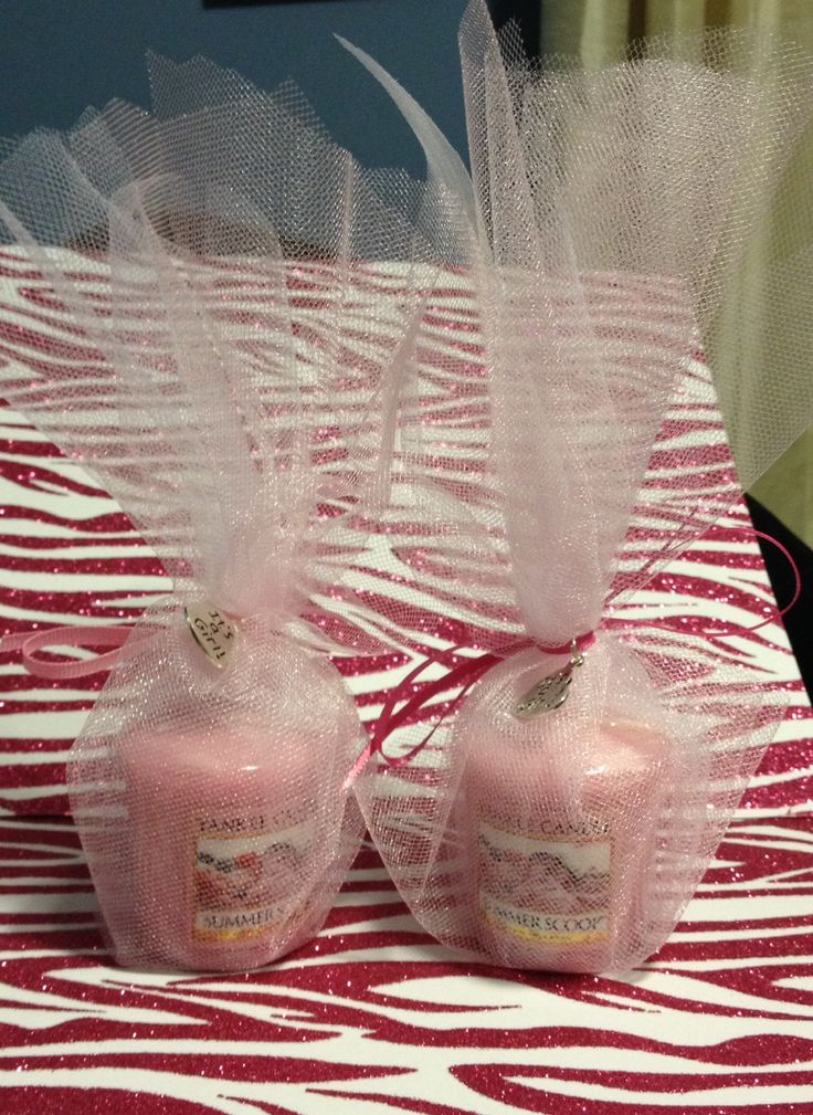 Baby shower favor. Yankee candle and tulle. #itsagirl #babyshowerfavor