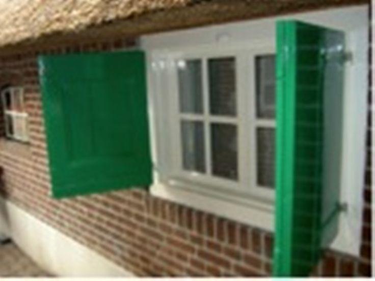 klein raam met luiken Staphorster boerderij