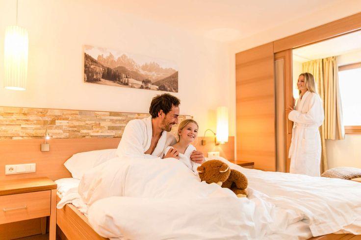 Kuschelige Zimmer sind der absolute Standard im Familienhotel. Alle Details zum Familienhotel Huber findet ihr auf: http://kinderhotel.info/kinderhotel/familienhotel-huber