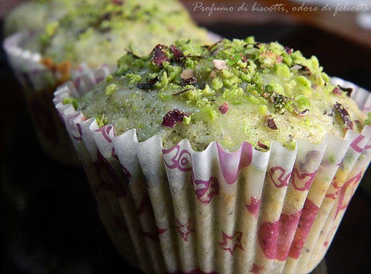 I muffin al pistacchio sono dolcetti monoporzione da gustare in ogni occasione, facili e veloci da preparare, ecco la ricetta!