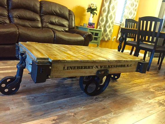 Vintage Lineberry Railroad Cart por RehabsAnonymous en Etsy