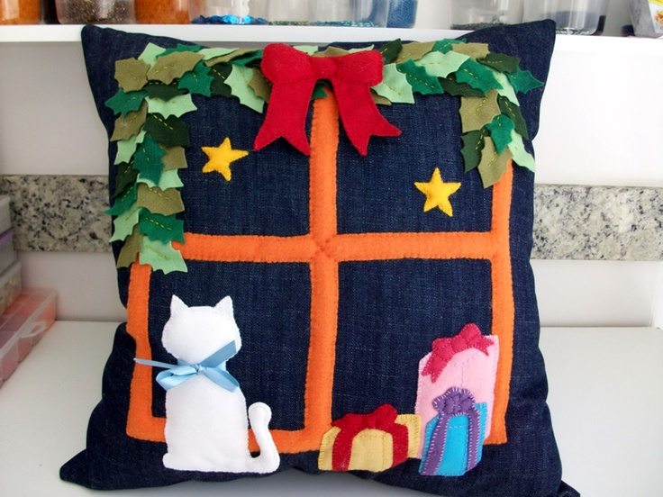 Almohadón navideño, en jean y paño lenci ...