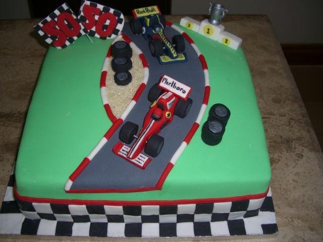 Gâteau course de voiture, Gâteaux en forme de voiture and Courses on ...