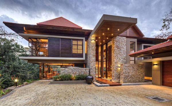 The spectacular SGNW House was designed by Metropole Architects and is embedded in the lush vegetation of Zimbali, South Africa