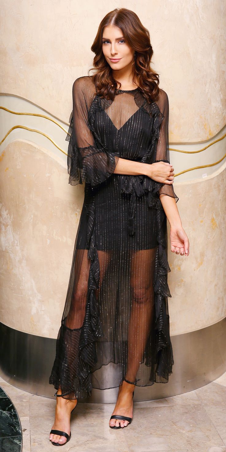 Erin Holland refreshed the LBD by going for a sheer metallic one with ruffled sleeves. The Australian beauty layered the dress over black underpinnings and finished the look with just a pair of simple strappy sandals.