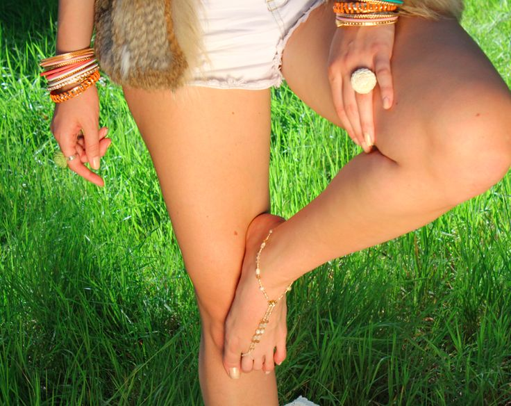 #summer gal in #barefoot #slinks