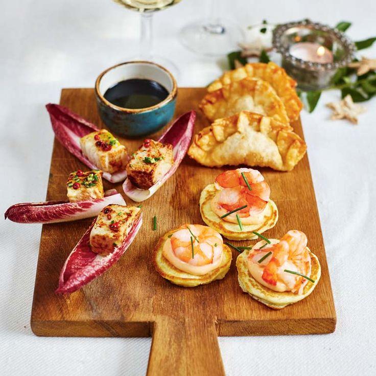 Met deze amuses maak je absoluut indruk op je gasten. Deze drie recepten van duurzame visexpert Bart van Olphen zijn ideaal voor een feestelijke borrel of serveer ze met z'n drieën op 1 bordje als licht voorgerechtje.   Garnalenblini's met pittige...