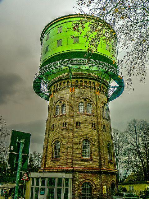 Der Wasserturm ist 1898 erbaut worden und 1986 verkauft und umgebaut worden,seid dem ist er bewohnt. Essen Stelle Germany ( Alt )