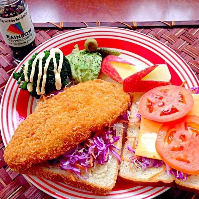 痛い寒さ꒰ꄬຶູྀ ॄ ꄬຶູི ꒱  ⃛˚ - 46件のもぐもぐ - Fish fry sandwichフィッシュフライサンド by Ami
