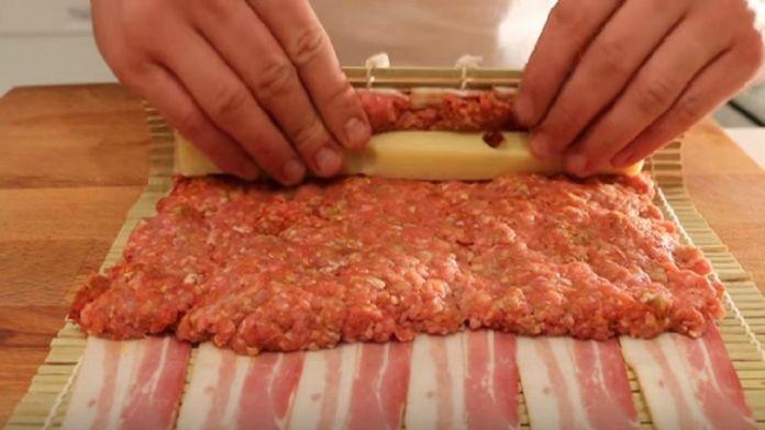Pečená rolka zo slaniny, syra a mletého mäsa - výborná a rýchla večera! - Báječná vareška