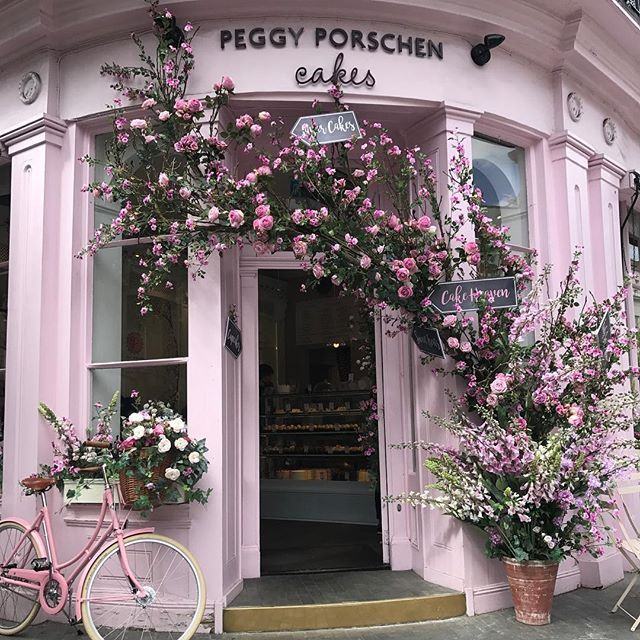 The Peggy Porschen Parlour is in full bloom! To celebrate the #chelseaflowershow we have teamed up with the wonderfully talented @dickinsondoris and @pashleycycles who have created this stunning display. More to follow .... #peggyporschen #cakeheaven #pinkparadise