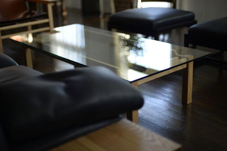 ガラストップのリビングソファテーブル。