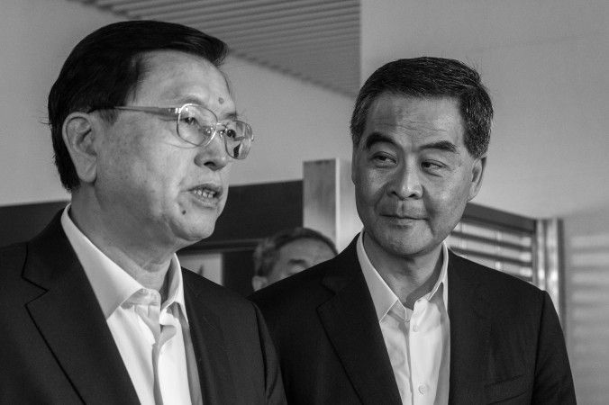 (L-R) Politburo Standing Committee member Zhang Dejiang and Hong Kong Chief Executive Leung Chun-ying visit a public housing block in Hong Kong on May 19, 2016. (Anthony Wallace/AFP/Getty Images)