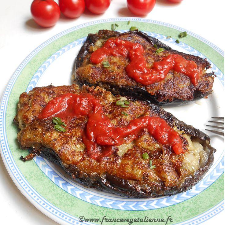 Les aubergines à la bonifacienne sont de petites aubergines dont les moitiés sont farcies et poêlées à l'huile sur leurs deux faces. La farce est àbase de chair des aubergines, d'oignon haché, de pain trempé dans du lait, de fromage râpé végétal, de basilic, de sel et de poivre. De la crèm