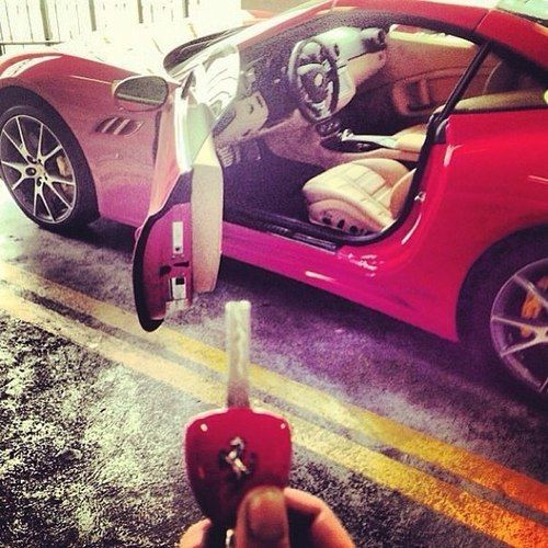 nice ride, dumb person to take a pic of their key with it though.