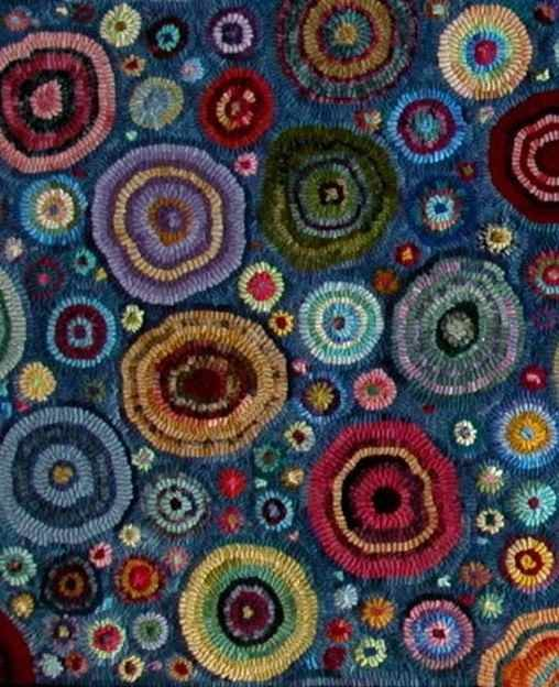Gene's Rug Hooking Blog » Blog Archive » Cat's Paws similar, but not quite, the one that caught my eye