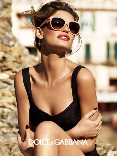 Love these sunglasses and the lipstick